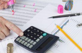 """Le revenu moyen des professionnel du """"Commerce et artisanat commercial"""", tous secteurs d'activités confondus, s'établit à 2500 euros par mois, en 2015. Soit une hausse de 2,5% par rapport à 2014."""