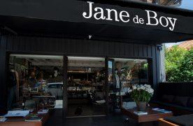 Chez Jane de Boy, pas de vitrines sur rue, mais un appartement cossu de 200 m2 avec salon de thé et bar à eaux, un lieu dédié au shopping d'initiées.