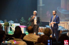 Le président Jean-Pierre Lehmann (à gauche), en compagnie de l'animateur Nicolas Rossignol, qui a mené les débats tout au long de la journée.